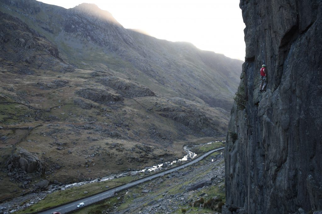 Mark Walker climbing an out of condition Quasar, a E3 with a rediculous boulder problem crux right at the top!