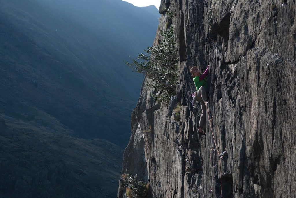 Rocio Samuels on Leftover, E2 Clogwyn Y Grouchan.