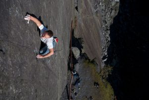Simon Lake on the cruxy Goose Creature one of the nice E3/6b+ on the slate.