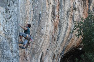 Pure de pascueros, a fingery 7b wall at the great Bellus.
