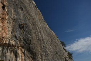An unknown climber working Dale caña al mono, 7b at aventador