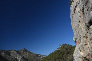 Climbing on the left of Gandia, the classic Piccolissima, 6a in Sector Critics
